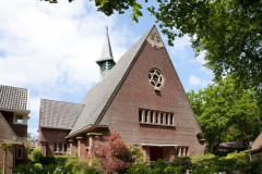 Kerk in de volle zon